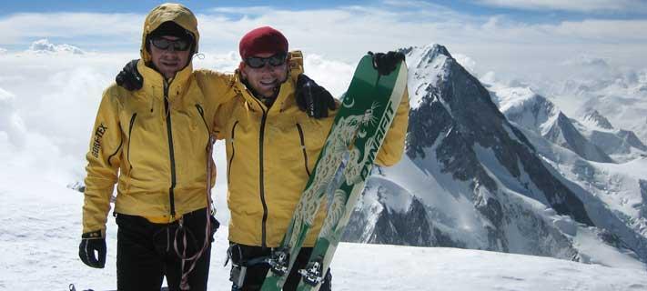 Basti Haag und Bene Böhm auf dem Gipfel des Gasherbrum II
